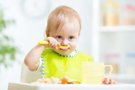 dziecko-je-obiad