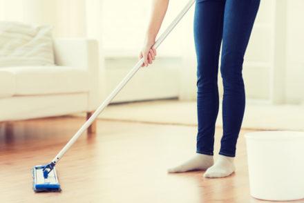 sprzątanie podłogi