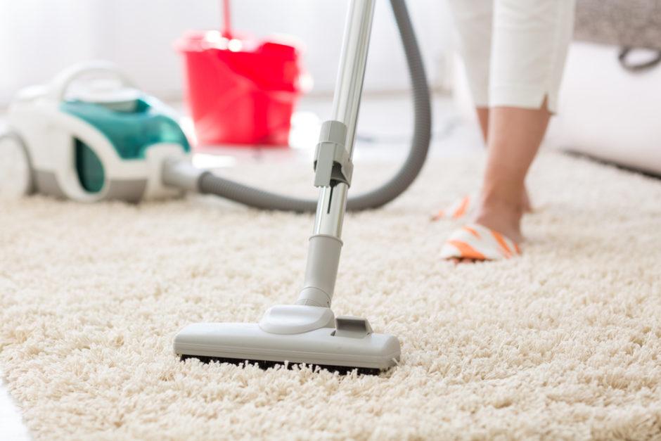 sprzątanie dywanu