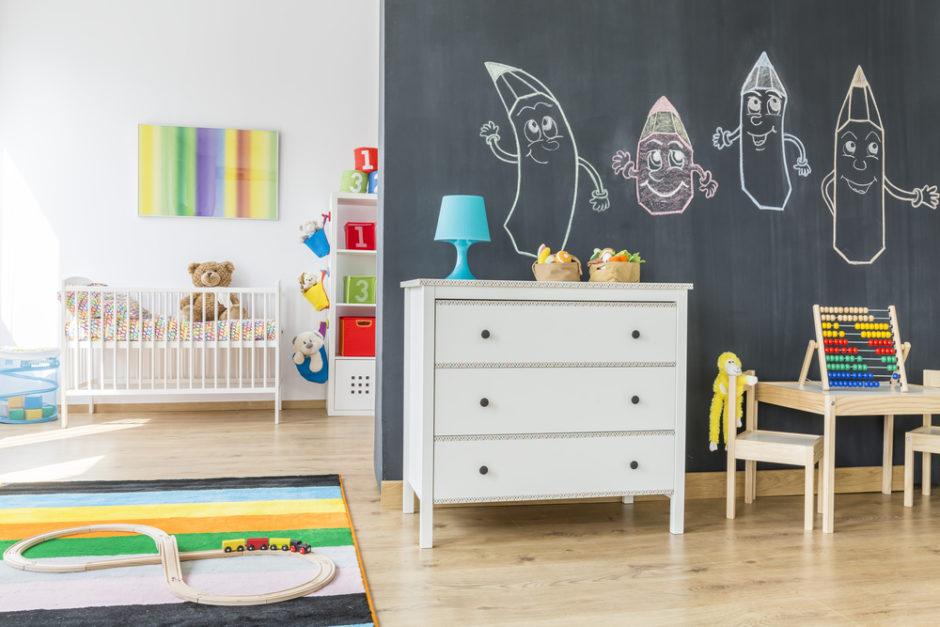 ściana w pokoju dziecięcym